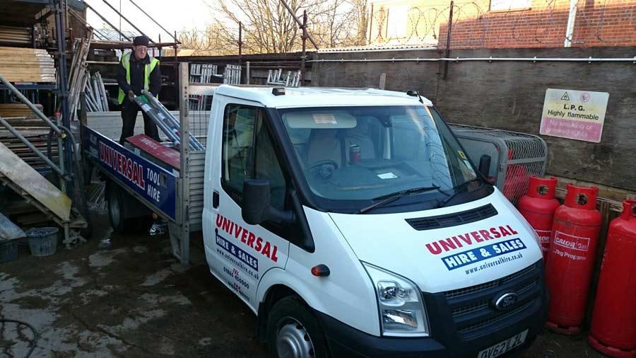 universal-hire-van